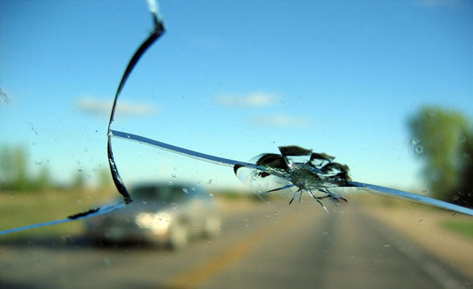 Cracked Mercedes Windshield Photo